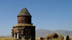 Ani'de Tarihi Yapıtların Duvarları Tahrip Ediliyor
