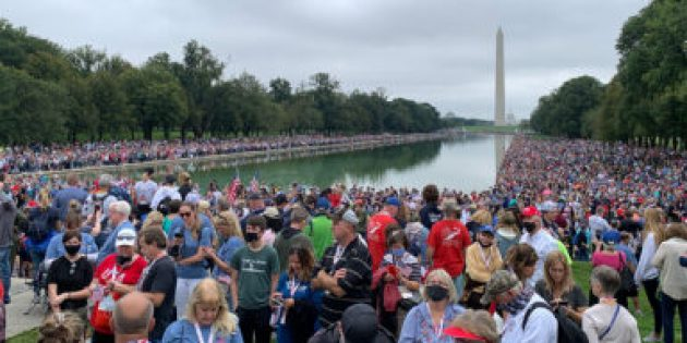 Dua Yürüyüşüne On Binlerce Kişi Katıldı