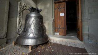Almanya'da Koronavirüs İkonlu Bir Kilise Çanı Tasarlandı