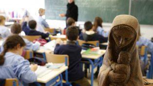 İrlanda'da Devlet Okullarından Katolik Semboller Kaldırılıyor