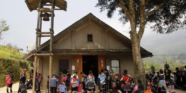 Laos'taki Hristiyanlar Evlerini Terk Etti