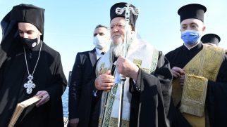 Patrik Bartholomeos, Bursa'da Kutsal Haç'ın Denizden Çıkarılması Törenine Başkanlık Etti