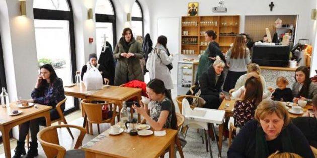 Rus Ortodoks Kilisesi, Yenilikçi Kahve Dükkânıyla Gençlere Hitap Ediyor